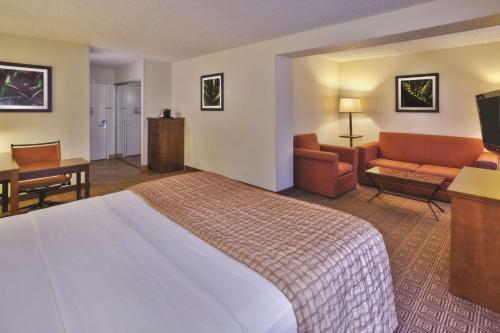 La Quinta Inn & Suites By Wyndham Danbury - Danbury, CT 06810