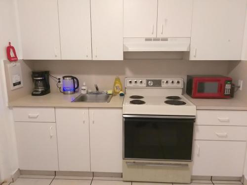2 Bedroom Bungalow+free Parking In Downtown Hollywood - Hollywood, FL 33020