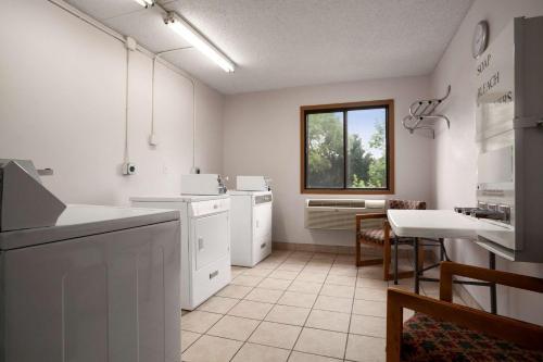 Super 8 By Wyndham Westminster Denver North - Denver, CO 80234