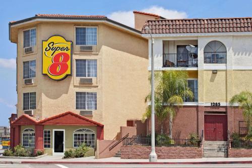 Super 8 By Wyndham Los Angeles Downtown - Los Angeles, CA 90026