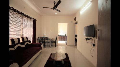 Business Stay Solution, Near Hiranandani Hospital