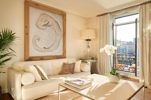 Hotel Deluxe Apt-Views to historic Maria Cristina Hotel