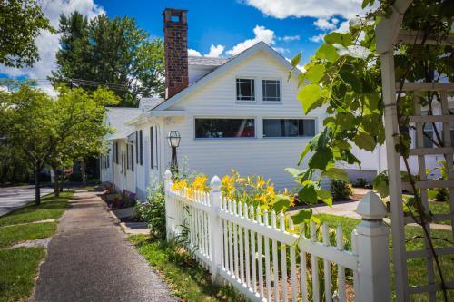 Homestead Inn - Accommodation - New Milford