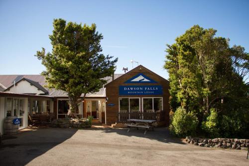 . Dawson Falls Mountain Lodge
