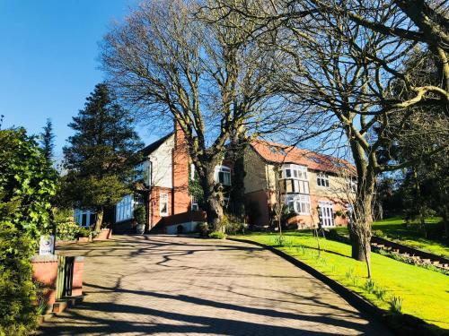 . Grimscote Manor Hotel