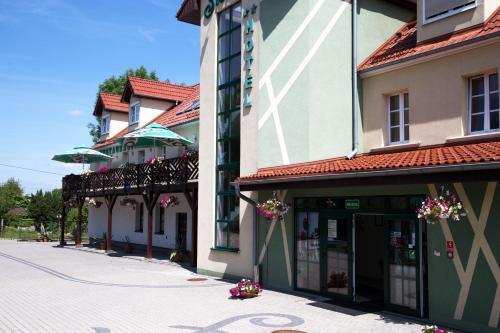 __{offers.Best_flights}__ Centrum Restauracyjno-Hotelowe Florres