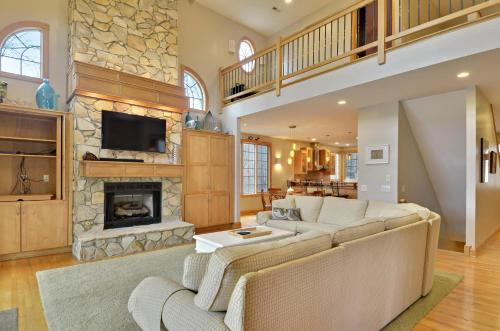 Hickory Cove Retreat, Bedford