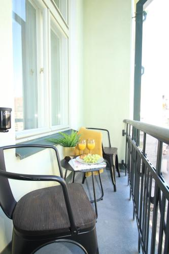 Two-Bedroom Apartment with Balcony A44