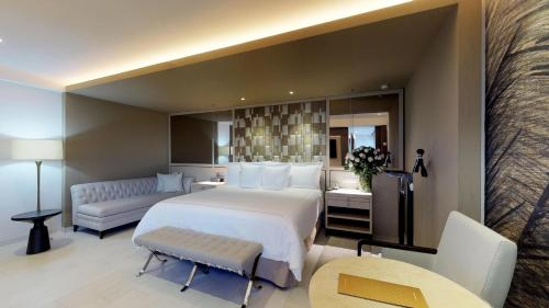 """Photos de salle de El Embajador, a Royal Hideaway Hotel """"Newly Renovated"""""""