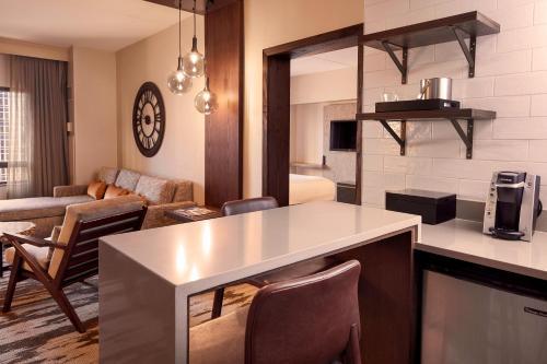 Hilton Denver City Center room photos