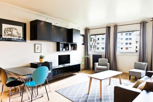 Pick a Flat - Eiffel Tower / Champs de Mars apartments photo 24