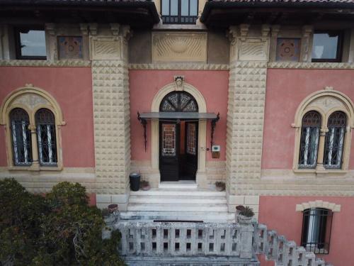 Via San Leonardo 5, 37128 Verona, Italy.