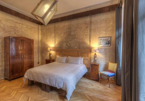 HotelThe Living Quarters