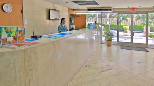 Ewa Hotel Waikiki - Honolulu, HI HI 96815