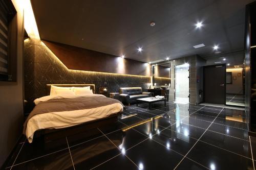 Black Hotel rom bilder