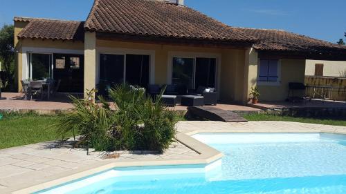 """Villa """"La Crau"""" - Location, gîte - Arles"""