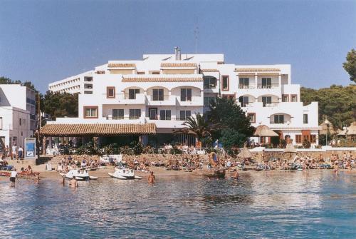 . Apartamentos Playa Es Cana