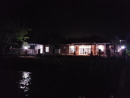 Shore Side, Jepara