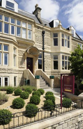 1 Crescent Gardens, Upper Bristol Road, Bath, BA1 2NA, England.
