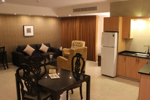 City Rose Suite (1 Adult)