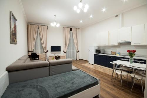 . Wonderful flat on city center (Mukachivska 4/14)