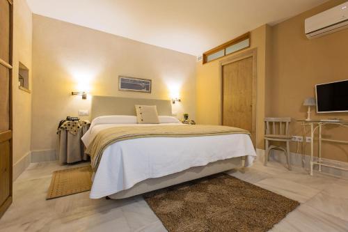 Double Interior Room Economica Hotel Casa de las Cuatro Torres 6