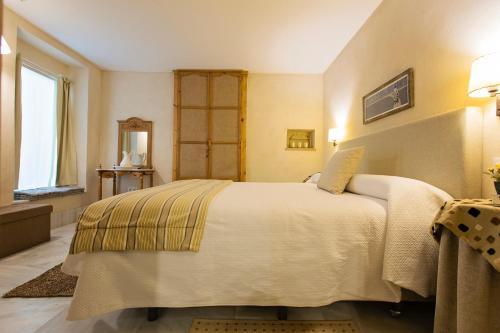 Double Interior Room Economica Hotel Casa de las Cuatro Torres 10