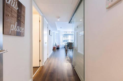 2 Smart TV's | Fast Wifi | W/D | ❤️ of Yorkville Photo 11