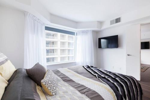 2 Smart TV's | Fast Wifi | W/D | ❤️ of Yorkville Photo 12