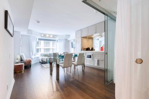 2 Smart TV's | Fast Wifi | W/D | ❤️ of Yorkville Photo 8