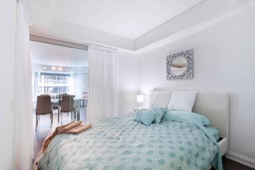 2 Smart TV's | Fast Wifi | W/D | ❤️ of Yorkville Photo 9