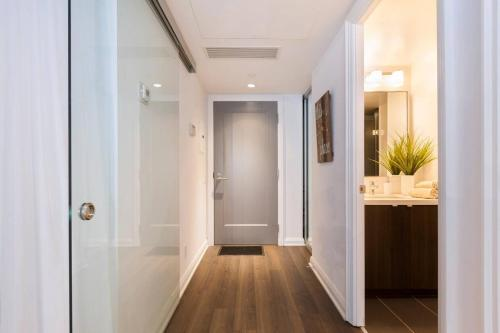 2 Smart TV's | Fast Wifi | W/D | ❤️ of Yorkville Photo 7