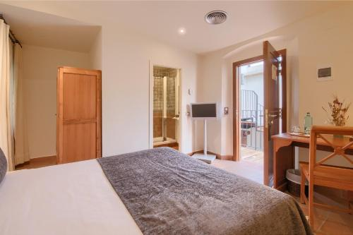 Small Double Room - single occupancy Hotel Convent 3