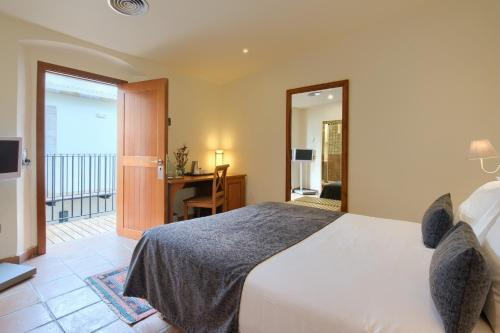 Small Double Room - single occupancy Hotel Convent 4