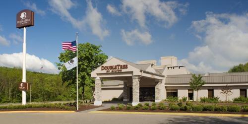 Doubletree By Hilton Hotel Pittsburgh-Meadow Lands - Washington, PA 15301