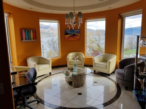 Beach Ave Castle Luxury Vacation Rental - Photo 4 of 35