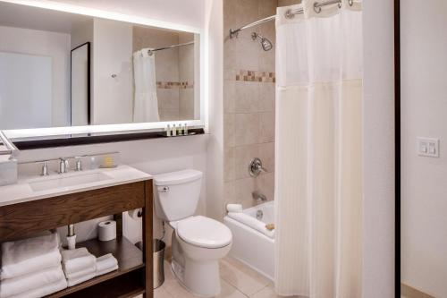 DoubleTree by Hilton Hotel & Suites Jersey City - Jersey City, NJ NJ 07310