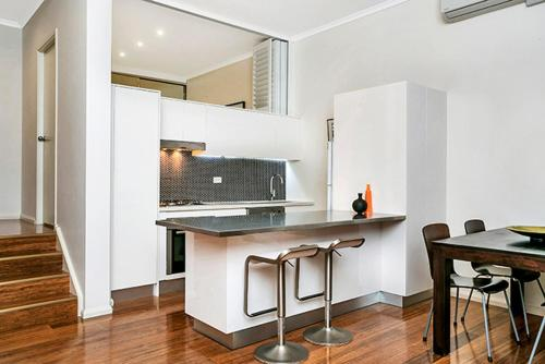 Two Bedroom Apartment Campbell Street(SHILL) - image 4