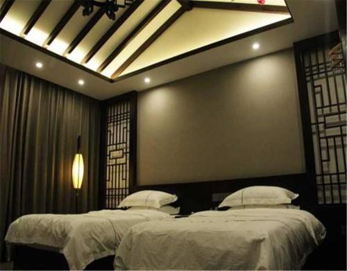Фото отеля Cedar Wood Hotel Chengde