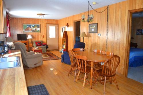 . Nitschke's Northern Resort - Cabin #7