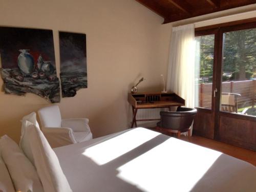 Doppelzimmer mit Terrasse Hotel Masia La Palma 3
