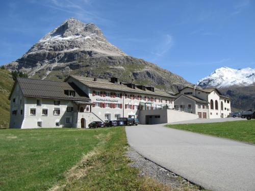 Gasthaus & Hotel Berninahaus - Pontresina