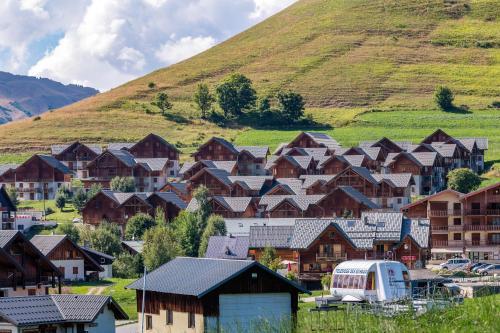 Noemys Chalets du Hameau des Aiguilles - Accommodation - Albiez Montrond