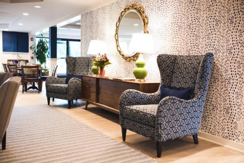 Circle Hotel Fairfield - Fairfield, CT 06824