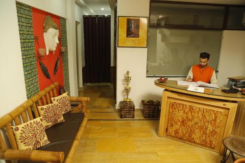 Ratta Pani, Neelkanth Road, Rishikesh, Uttarakhand 249307, India.