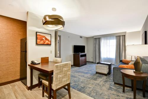 Homewood Suites By Hilton Palm Desert - Palm Desert, CA 92211