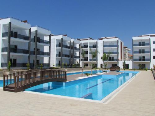 Luxe Residence penthouse met dakterras, Pension in Side