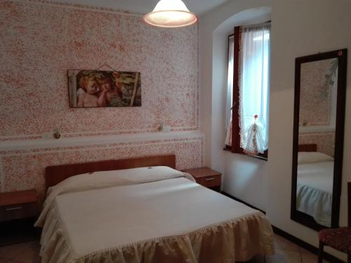 Soba z zakonsko posteljo in balkonom (Double Room with Balcony)
