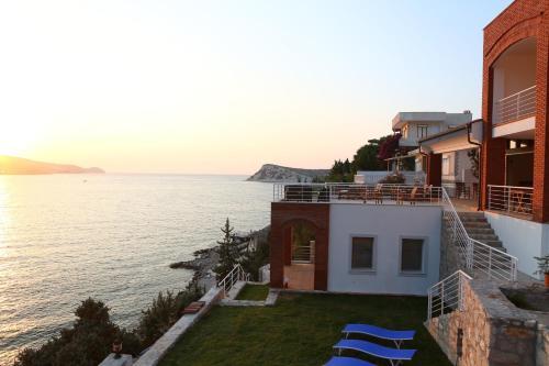 Karaburun Reyhan Hotel fiyat