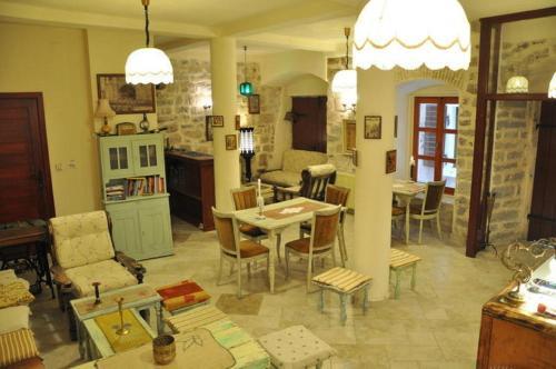 Stari Grad 284, Kotor 85339, Montenegro.